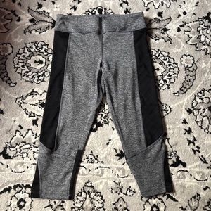 💕2 for $15💕F21 Cropped Workout Tights 🖤